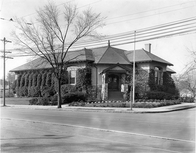 Exterior of Cary Memorial Library in 1923